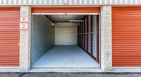 StorageMart en State Highway 169 Service Drive in North Plymouth almacenamiento accesible en vehículo