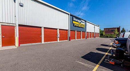 StorageMart en State Highway 169 Service Drive in North Plymouth Estacionamiento de autos