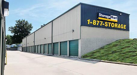 StorageMart en Stewart Road en Pleasant Valley almacenamiento accesible en vehículo