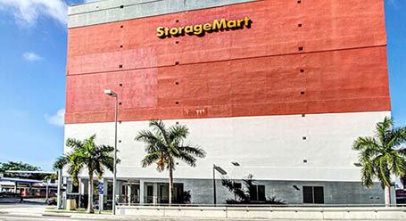 StorageMart en SW 2nd Ave en Downtown, Miami instalación de almacenamiento