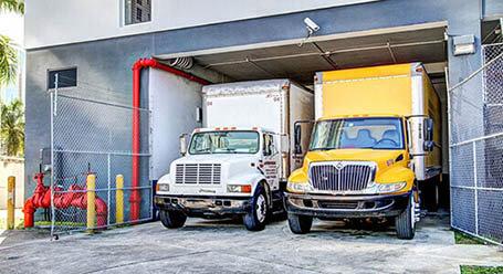 StorageMart en SW 2nd Ave en Downtown, Miami Zonas de carga cubiertas