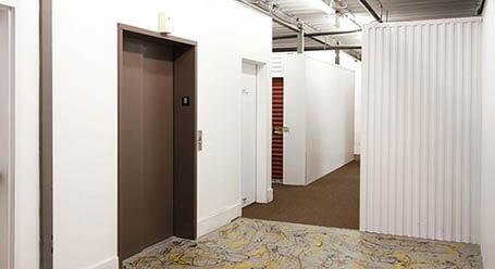 StorageMart en West 95th Street en Lenexa Acceso al elevador