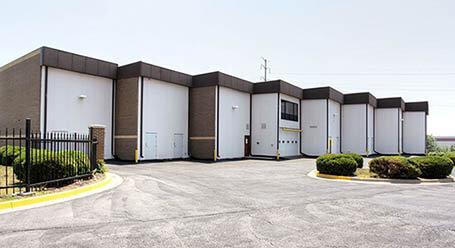 StorageMart en West 95th Street en Lenexa Zonas de carga cubiertas