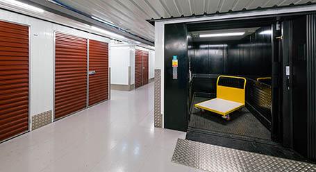 StorageMart en West North Ave en Lombard Acceso al elevador