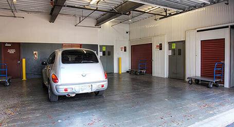 StorageMart en Wornall Road en Kansas City Zonas de carga cubiertas