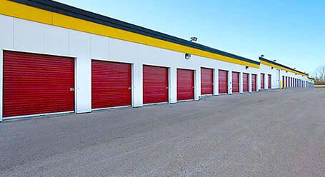 StorageMart en Wyandotte Street en Kansas City almacenamiento accesible en vehículo