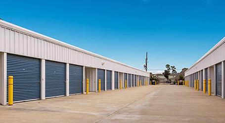 StorageMart on 127 St NW in Edmonton Drive Up Units