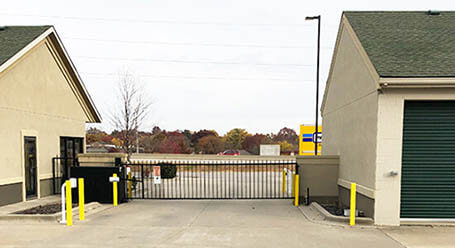 StorageMart en 953 Southeast Oldham Parkway en Lees Summit Acceso privado