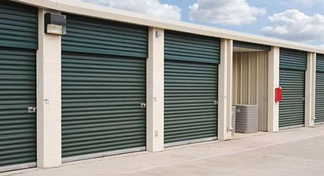 StorageMart en Bandera Road en Helote almacenamiento accesible en vehículo