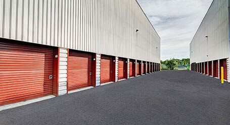 StorageMart on Boul Sir-Wilfrid-Laurier in St Hubert Drive-Up Units