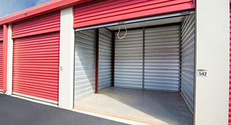 StorageMart en Collins Industrial Boulevard en Athens almacenamiento accesible en vehículo