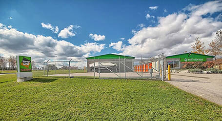 StorageMart on Commerce Park Dr in Innisfill Self Storage Units