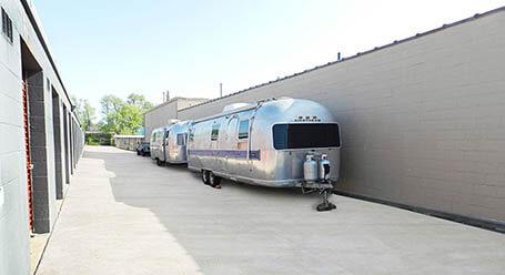 StorageMart en East Florida Street en Springfield Parqueo de barcos y RVs