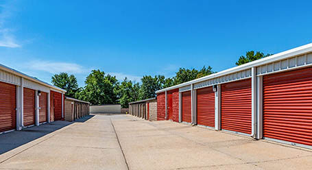 StorageMart on Hickman road in Windsor Heights Drive-up Units