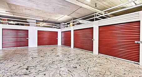 StorageMart en Jefferson Davis Hwy en Fredericksburg Zonas de carga cubiertas