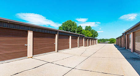 StorageMart on Merle Hay Road in Johnston Drive-Up Units