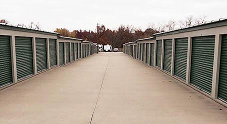 StorageMart en Northeast Jefferson Street en Blue Springs almacenamiento accesible en vehículo