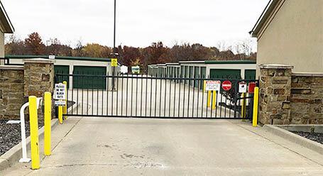 StorageMart en Northeast Jefferson Street en Blue Springs Acceso privado