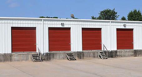 StorageMart en Northwest outer road en Blue Springs Zonas de carga cubiertas