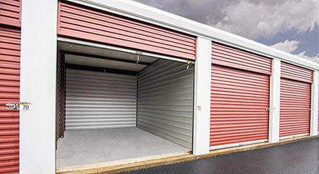 StorageMart en Scenic Highway en Lawrenceville almacenamiento accesible en vehículo