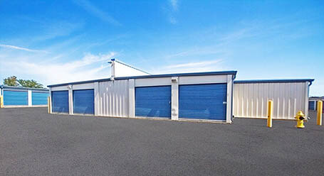 StorageMart on Sheppard Avenue East in Scarborough Drive-Up Units