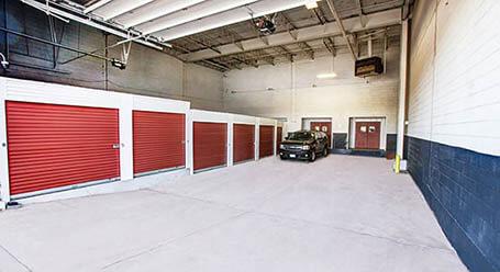 StorageMart en Shermer Road en Northbrook Carga con acceso con auto