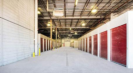 StorageMart en Shermer Road en Northbrook Zonas de carga con auto