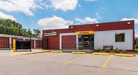 StorageMart on Southeast 14th street in Des Moines Self Storage