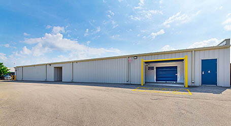 StorageMart on Wharncliffe Road in South London Loading Bay