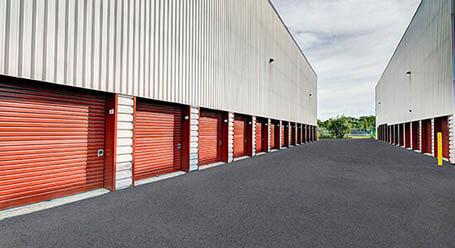 StorageMart sur Boul Sir-Wilfrid-Laurier a St Hubert  mini-entrepôt accès par automobile
