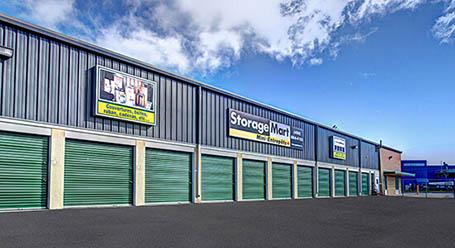 StorageMart sur Montee Masson a Laval mini-entrepôt accès par automobile