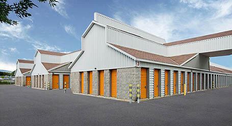 StorageMart sur Rue-Clemenceau a Quebec mini-entrepôt accès par automobile