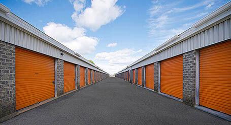 StorageMart sur Rue Galvani a Quebec mini-entrepôt accès par automobile