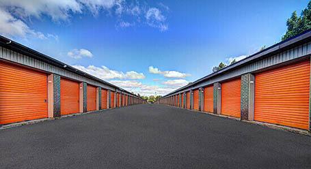 StorageMart sur St Martin O a Laval mini-entrepôt accès par automobile